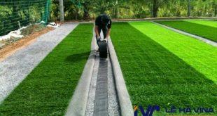 Quy trình thi công cỏ nhân tạo, Cỏ nhân tạo sân vườn, Lắp đặt cỏ nhân tạo cho sân vườn, Trải thảm cỏ nhân tạo, Sân bóng đá cỏ nhân tạo